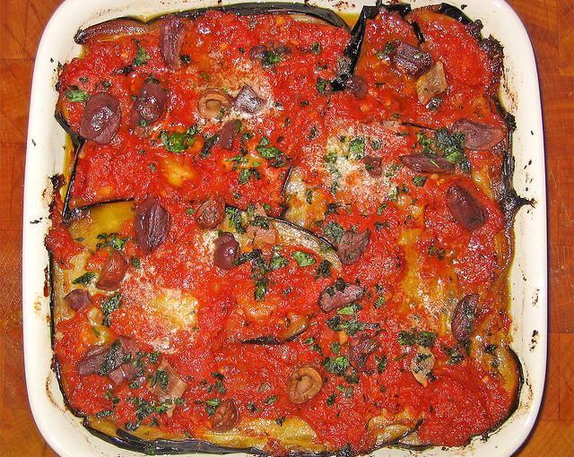 Dania kuchni włoskiej i także lokalne mięso sezonowane